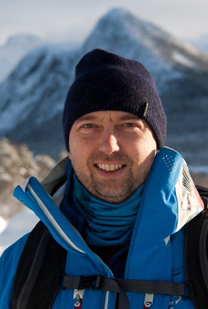 FORFATTER: Tindevegleder Christer Lundberg Nes har skrevet boka Skikompis, som kommer i bokhandelen  disse dager.