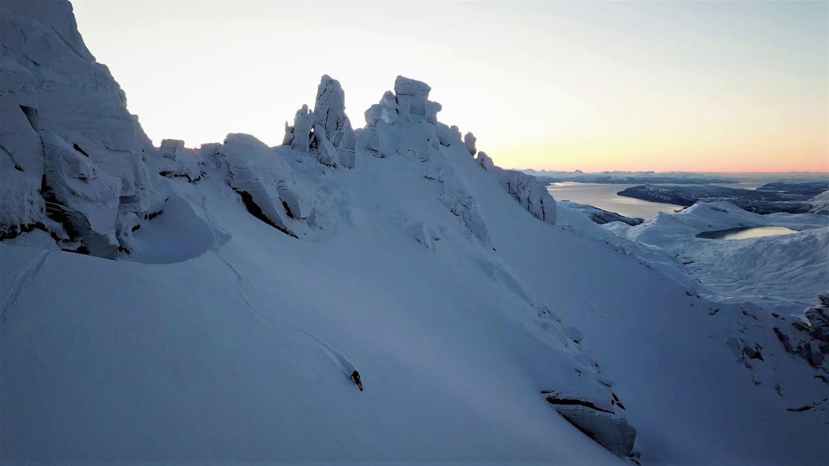 NORD-NORGE: Vakkert lys og nydelige omgivelser på Rivtind like ved Narvik sist helg. Foto: Signar André Nilsen