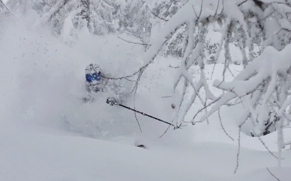 VANVITTIGE FORHOLD: Det fortsetter å lave ned snø i deler av Alpene – særlig Østerrike har fått enorme mengder. Marit Rolvsjord forteller om sjuke dager i St. Anton og Zillertal. Foto: Vegard Nes