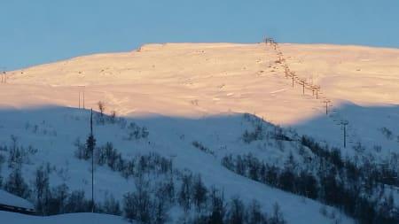NEDSNØDD: Masse snø i Eikedalen skisenter, som åpner til helgen. Foto: Stig Vivelid-Nilssen