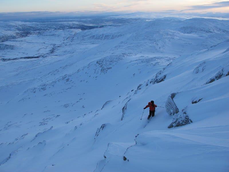 BLÅTIMEN: Spennende skiterreng på Ruten! Foto: Bård Smestad