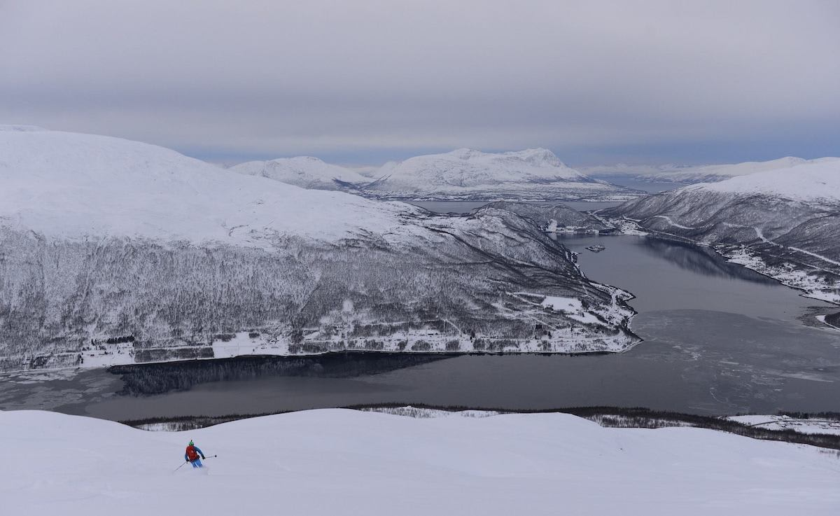 TROMS: – Forrige uke hadde jeg tidenes skikjøring i løssnø fra topp til vei på Fagerfjellet utenfor Tromsø. Det var utrolig flott, sier Espen Nordahl, som knipsa dette bildet.