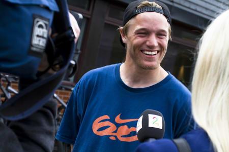 GLA-NDREAS: Andreas Håtveit var SÅ glad for å løpe raskest på 3000 meteren - i skatesko. Foto: Hans Petter Hval
