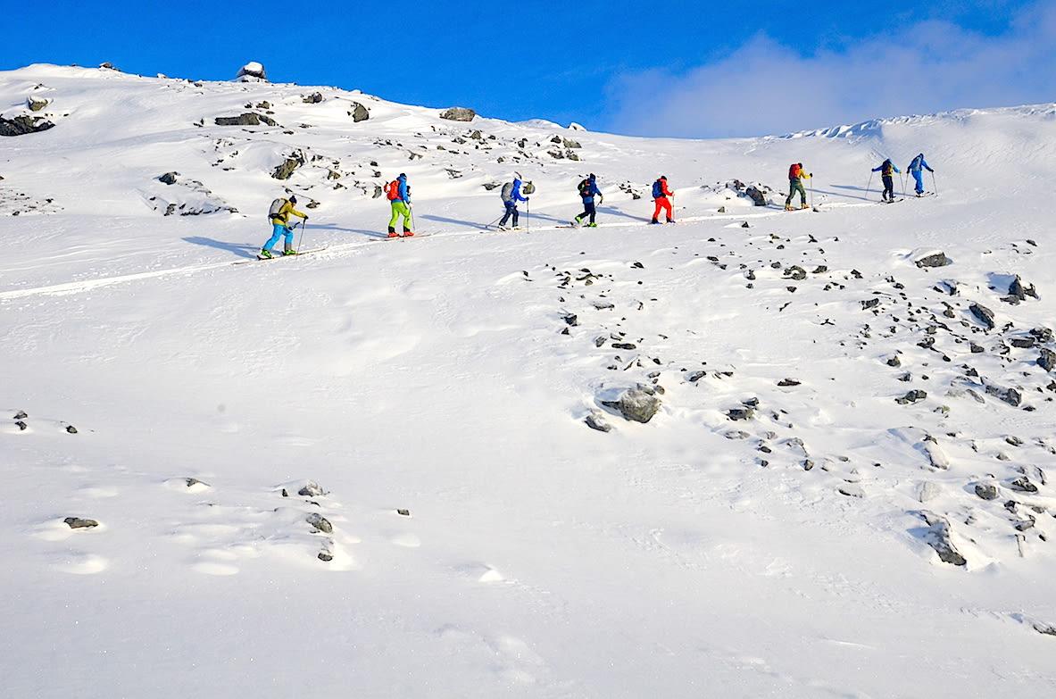 ENDELIG VINTER: På vei opp mot Veslbreatinden i Jotunheimen fra Krossbu ved Sognefjellsvegen. Foto: Erlend Sande