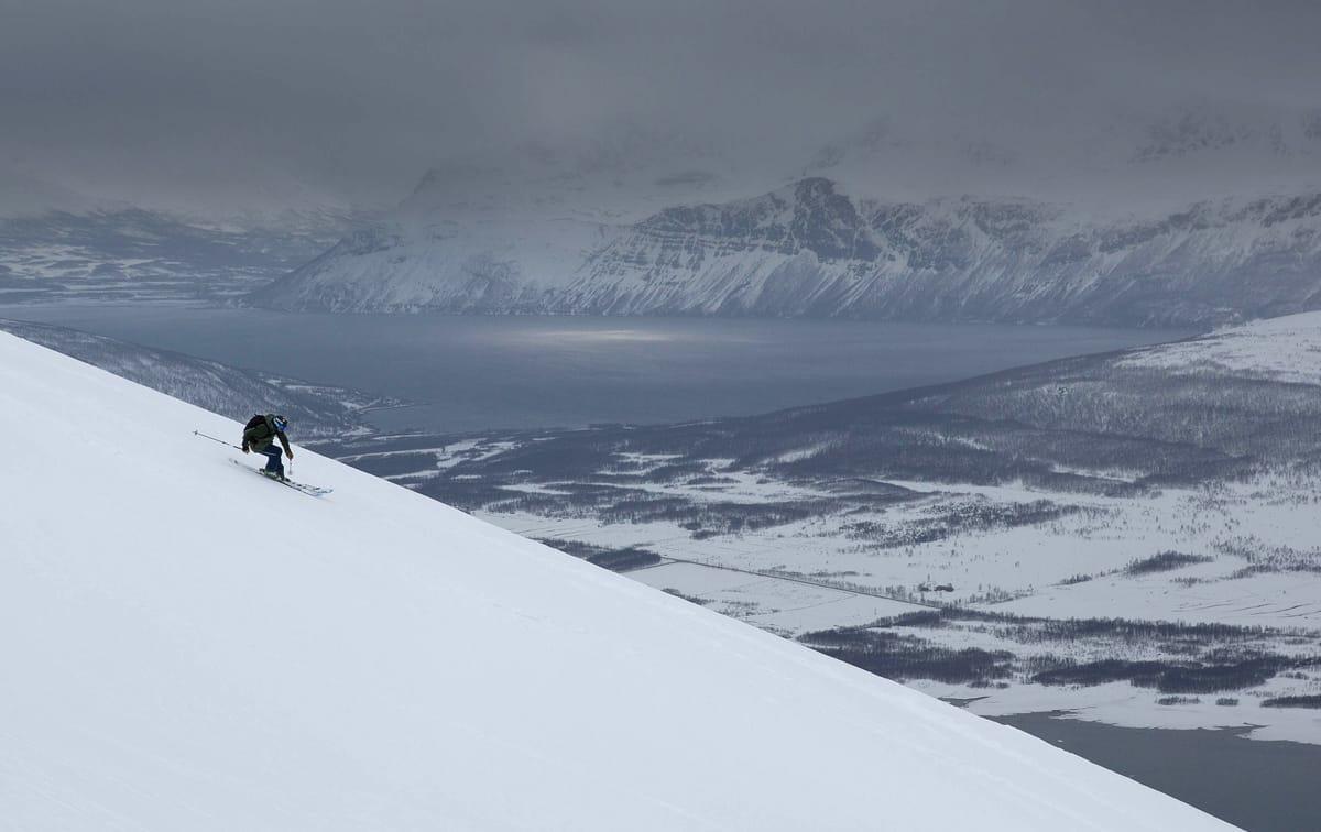 PÅ TUR MED ASBJØRN: Lykkelige vinnere er i gang med langtur i Lyngen sammen med Asbjørn Eggebø Næss (bildet). Foto: Espen Kristiansen