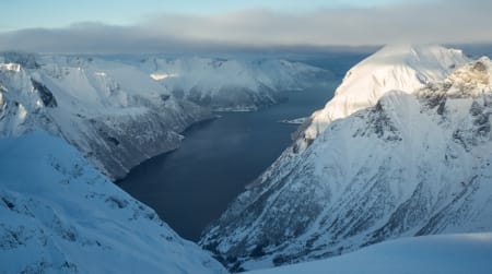 Toppunktet av Blæja gir deg utsikt utover hele den vakre Hjørundfjorden.
