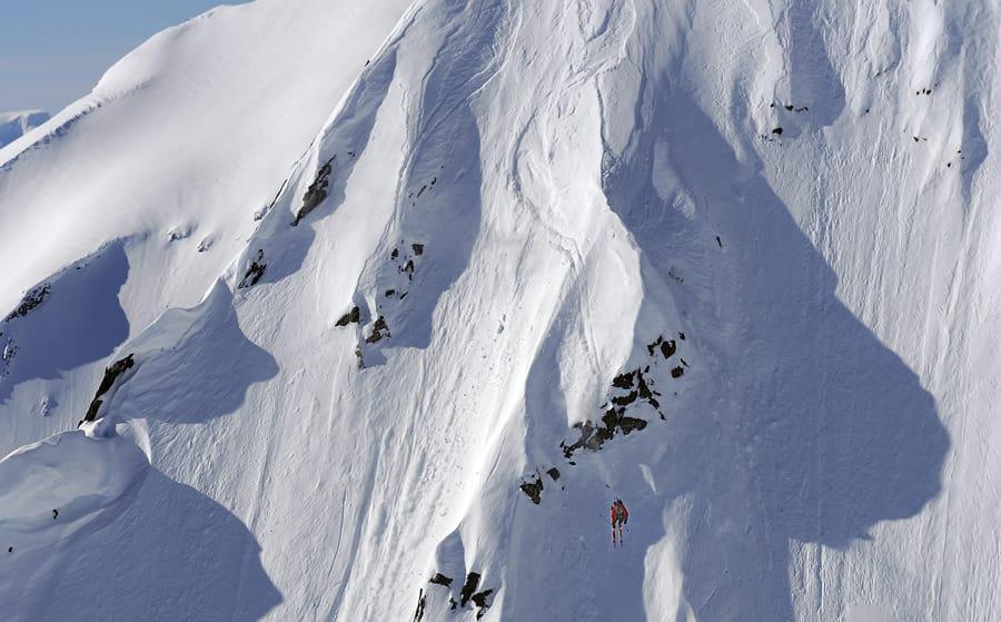 DRIVENDE DYKTIG: Få fjellguider er så gode på ski som Tor Olav Naalsund. Her er han i aksjon på Sunnmøre. Foto: Endre Løvaas.