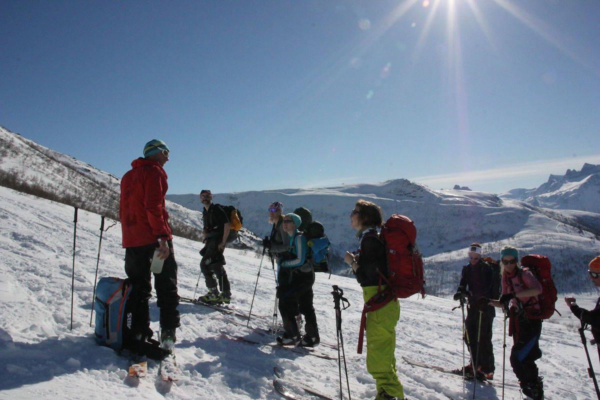 EKSPERT: Halvor Hagen (t.v.) kjenner fjellene i Romsdalen bedre enn noen andre.