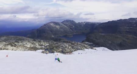 HOLDER ÅPENT: Folgefonna sommerskisenter holder åpent ut september. Foto: Folgefonna sommerskisenter