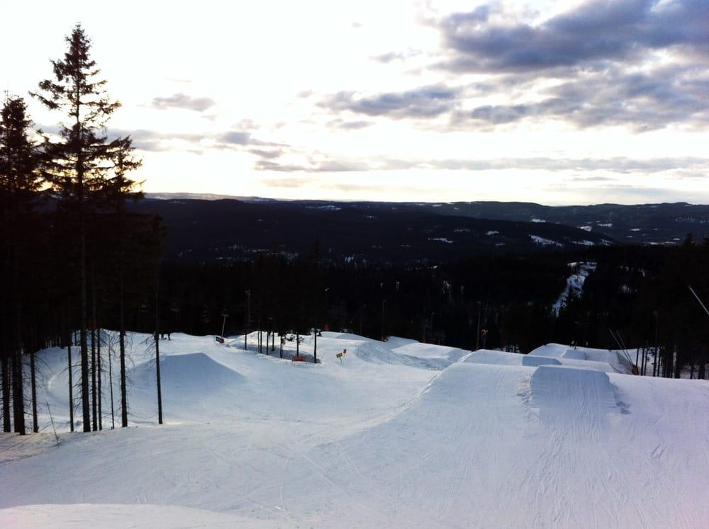 FORTSATT VINTER(PARK): Da Fri Flyt besøkte Oslo Vinterpark torsdag ettermiddag var forholdene i bakken, parken og pipen helt prima. Foto: Hans Petter Hval