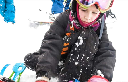 BARE SYV ÅR: Tiril Tallaksud (8) var blant de yngste deltakerne under frikjøringskonkurransen i Hemsedal denne helgen. Nedre aldersgrense var syv år. Foto: Are Tallaksrud (far)