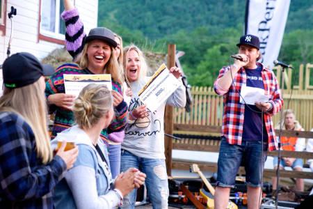 Glade damer på pallen. Foto: Bård Basberg