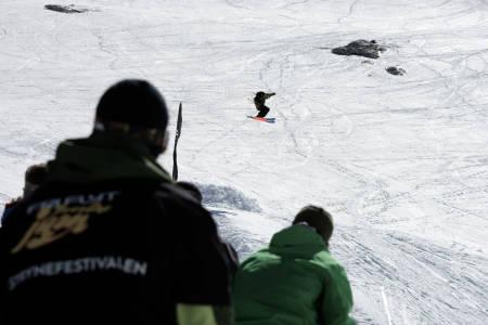 Åsmund avslutta med en 180. Foto: Bård Basberg