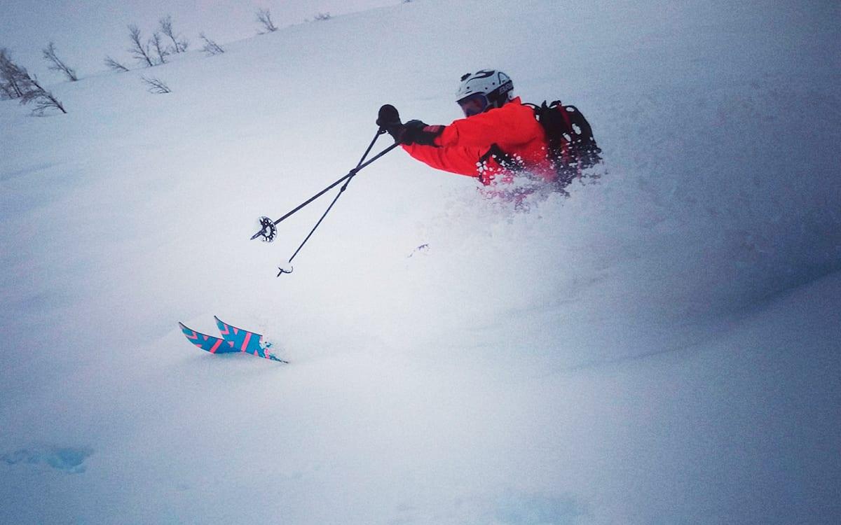 VÅTT: Myrkdalen var vått og fuktig, men leverte god kjøring. Her med Fri Flyts Anders Kunze Juul-Dam. Foto: Olav Tarjei Valebjørg