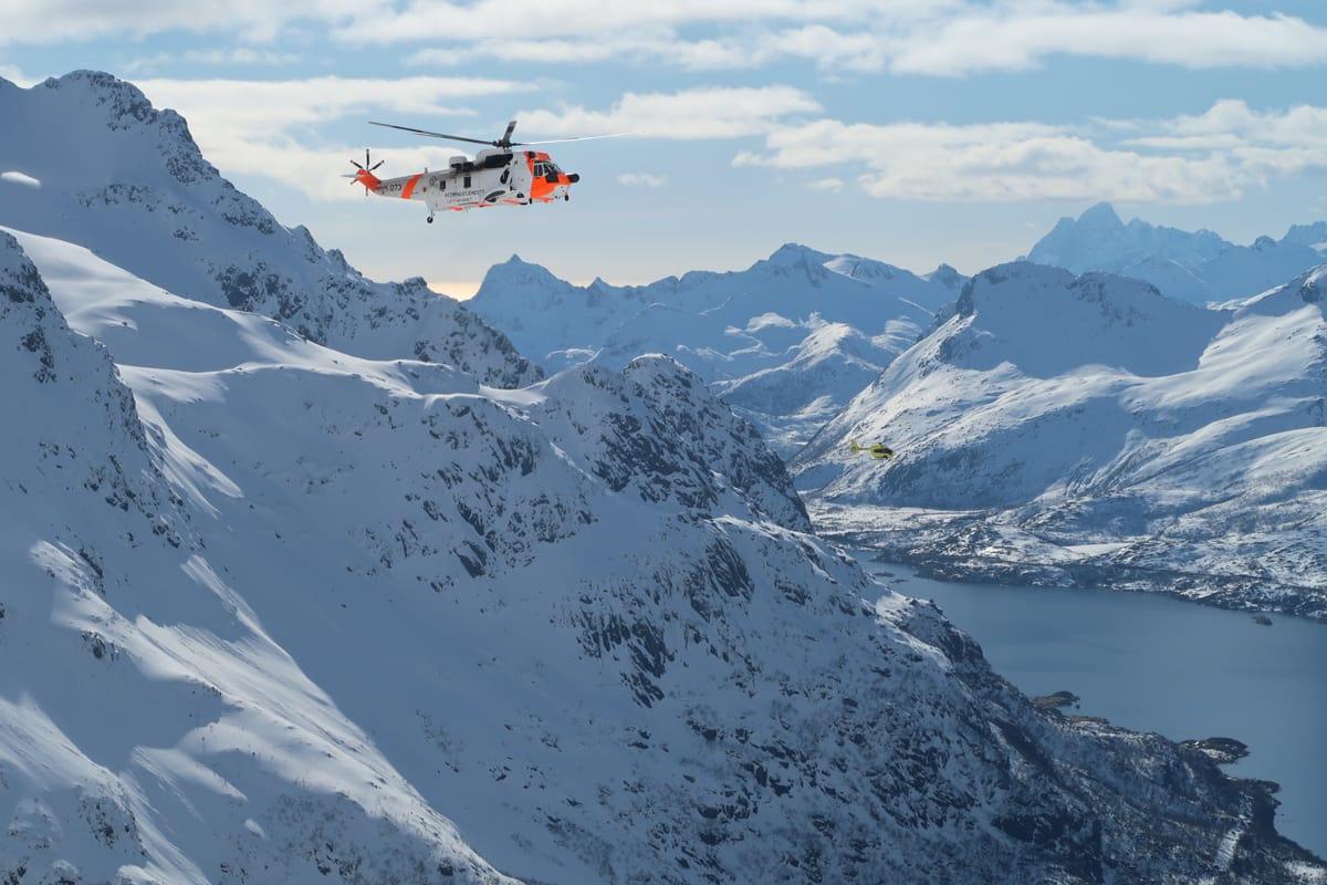 STORE REDNINGSMANNSKAPER: Det ble slått full skredalarm i Lofoten onsdag – men ingen ble skadet i skredet på Geitgaljen. Foto: Bård Smestad