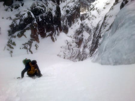 Henrik Langeland på veg oppover, rett over det ene bratte ispartiet