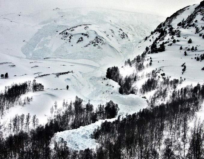 KJEMPESKRED: Større skred enn det som gikk i Skarbekkdalen like ved Oppdal skisenter mandag morgen er det ikke plass til i området. Foto: Ludvig Killingberg