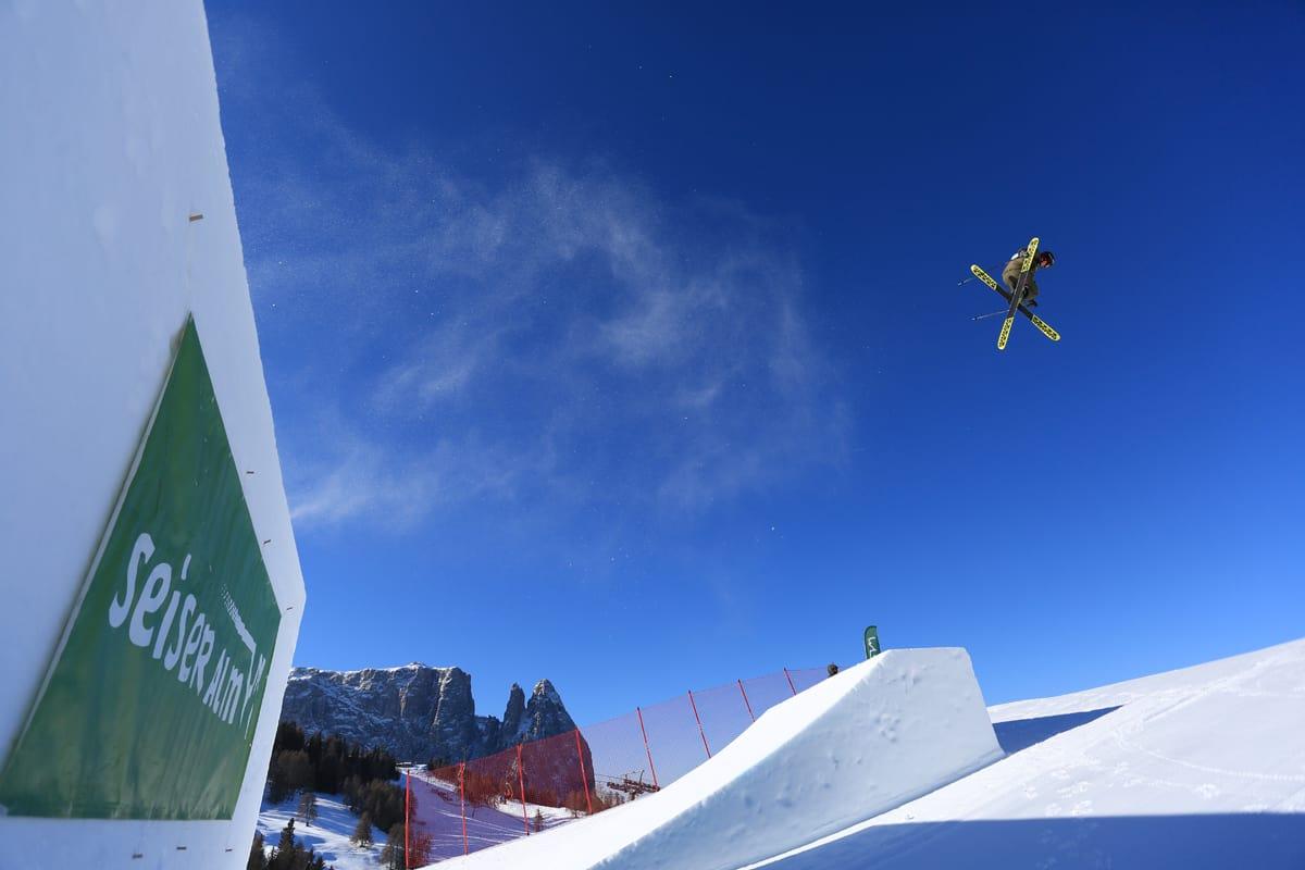 MENS DE ANDRE VAR I ASPEN: Fine forhold i italienske Seiser Alm, hvor norske kjørere gjorde det bra i verdenscuprunden i slopestyle denne helgen. Foto: FIS