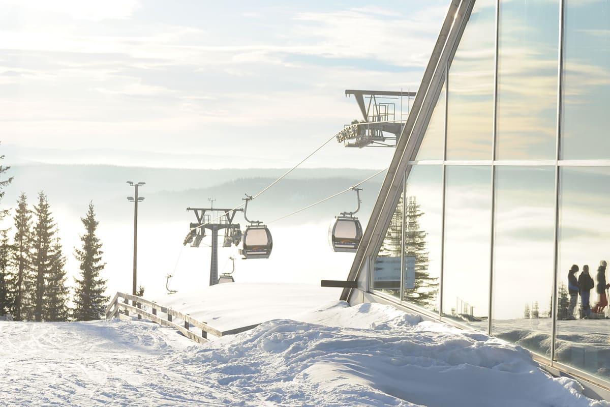 STOPPET: Gondolen i Hafjell stanset søndag ettermiddag. Foto: Hafjell Alpinsenter
