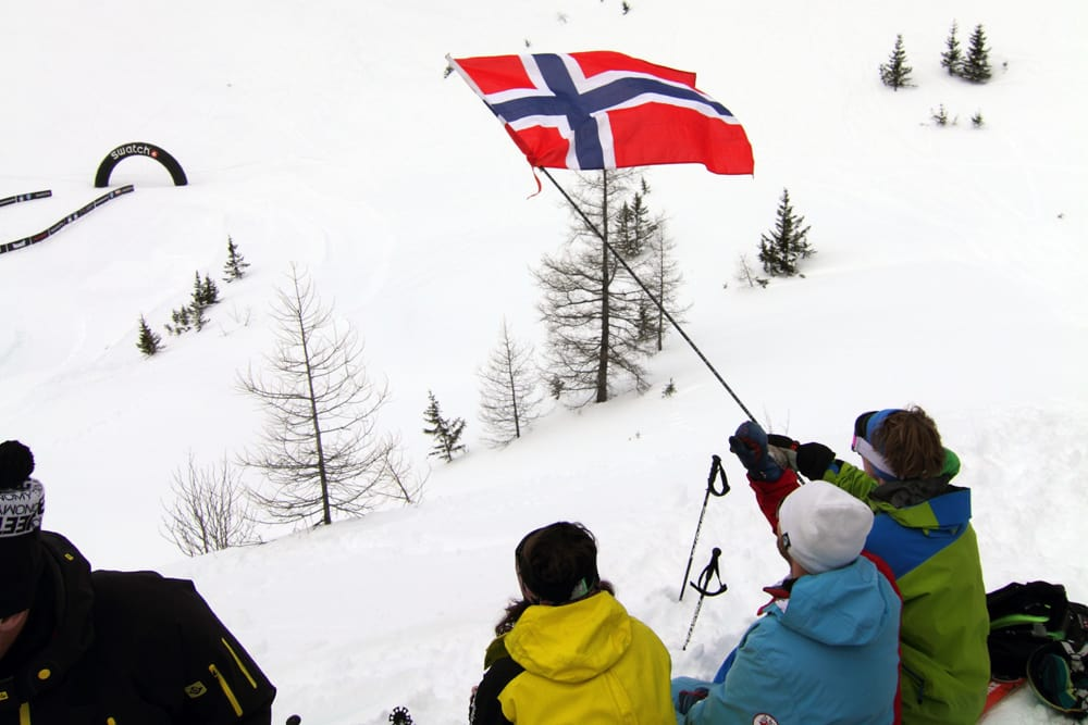 HEIA NORGE: Her heies det på Norge i Chamonix, og i dag heier vi på Norge alle sammen. Foto: Tore Meirik