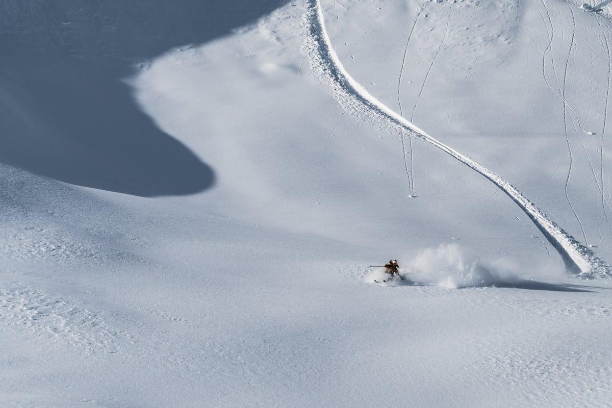 IMPONERENDE TERRENG: Den planlagte heisen i Hodlekve åpner mye og bra skiterreng. Her er Sondre Loftsgarden i aksjon i hengene som kan bli tilgjengelig fra heisen. Foto: Bård Basberg