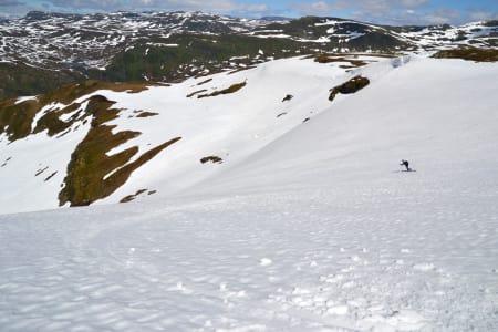 GARANTERER SKIFØRE: Grenansvarlig Asbjørn Skorpen har sjekka snøforholda på Finnbunten, og han lover skikjøring under Horgi ned. Foto: Frida Lødøen