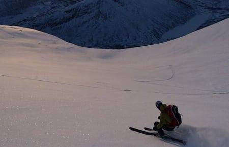 DEN SOM LETER ... : Her er Ola Hovdenak på tur denne uka på Nonstind denne uka. Bilde: Asbjørn Eggebø Næss