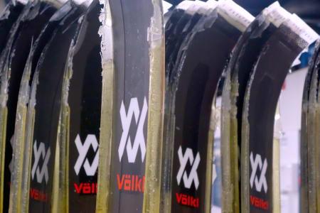 USLEPNE: Völkl Manta slik de ser ut når de kommer rett fra pressa. Foto: Erlend Sande