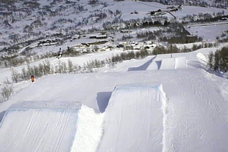 DRONE: Det må filmes fra oven når det skal lages fet skifilm!