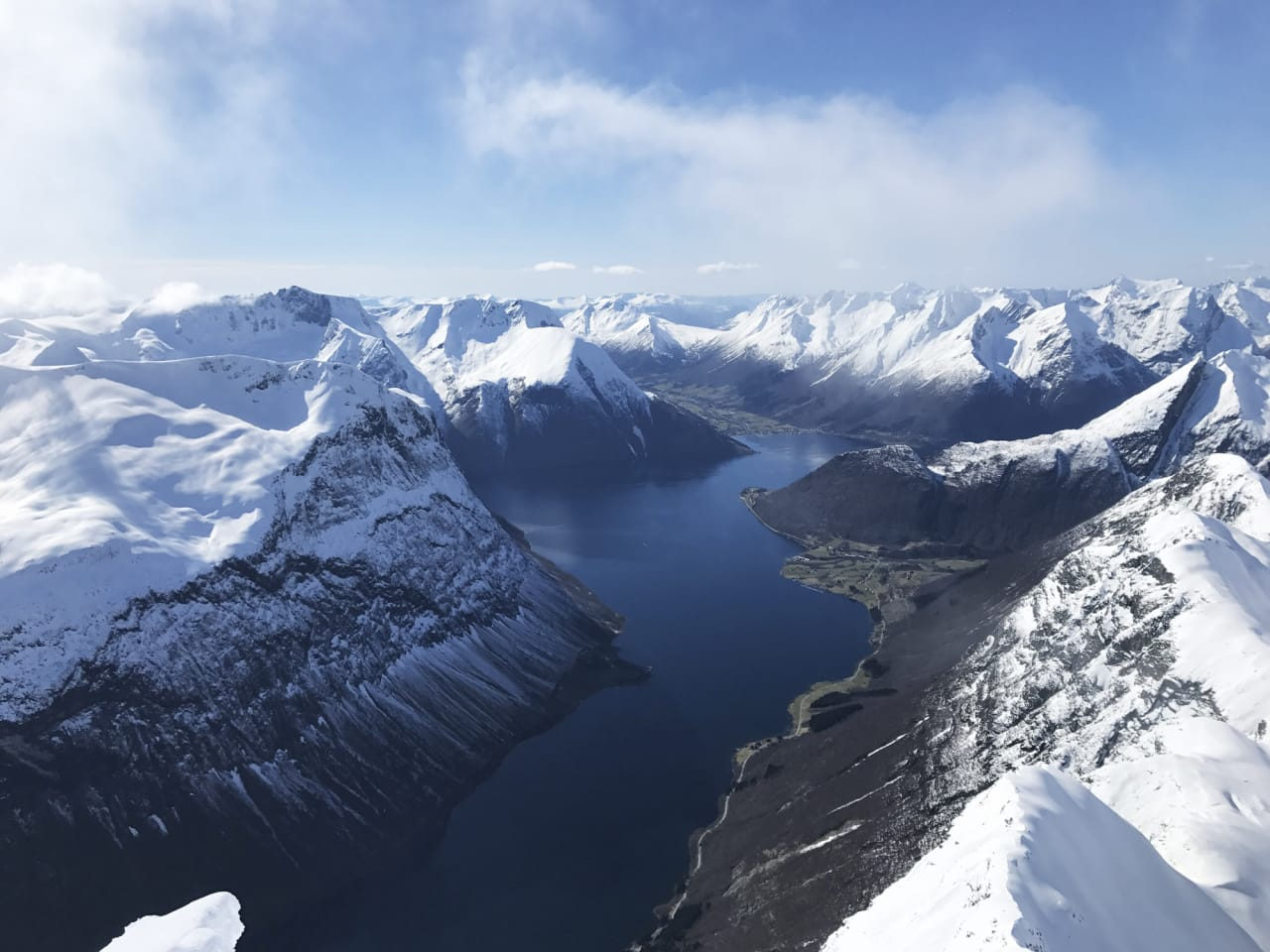 FJORDEN RUNDT: Turen rundt Hjørundfjorden går gjennom noe av det fineste toppturterrenget i Norge.