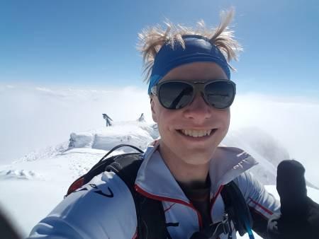 RASKEST: Sondre Kvambekk gikk den originale Høgruta på 14:37:51 i helga. Foto: Privat