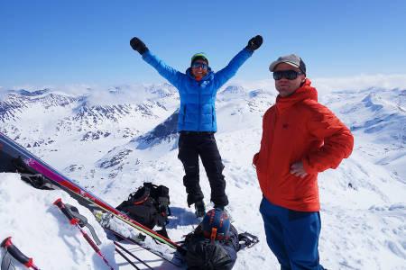 STOREBJØRN: Turid Kleveland slipper jubelen løs og Stian Hagen er lettet etter å ha nådd siste topp på Haute Route Jotunheimen.