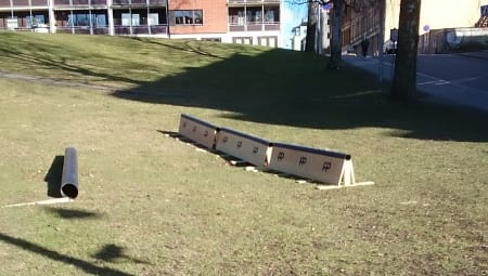 UTFORDRING: Da Oslo kommune rydda i Kubaparken fant de tre rails og et rør som ikke tilhører kommunen. Heldigvis fikk de tak i eieren Even Sigstad, og problemet ser nå ut til å få en lykkelig slutt. Foto: Ole Jørgen Slutningen