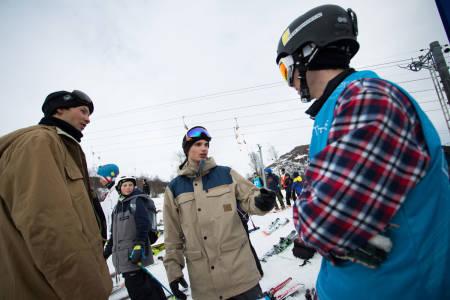Magnus Solheim, Johan Berg og Vebjørn Svorkmo venter på finaleresultatene