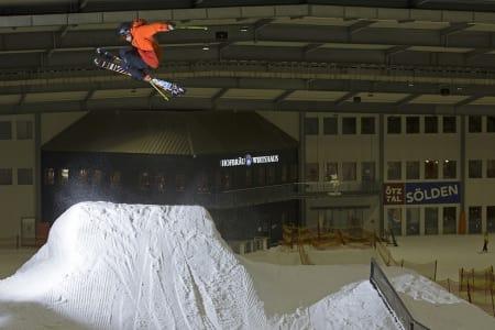 INNEHIP: Anders Backe flyr inne i skihallen i Bispingen i Tyskland. Foto: Kalle Hägglund