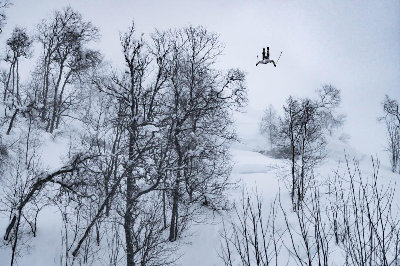 FULL SEND: Benjamin er langt ifra fremmed for å gå så stort som mulig på ski. Foto: Simen Gjeldsvik