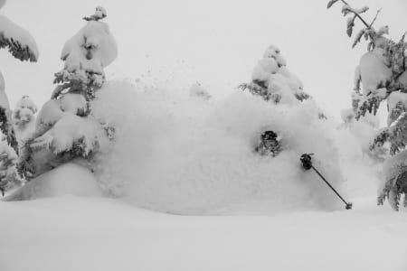 SENIORPOW: Dyp snø er minst like gøy for en fyr som pusher femti. Foto: Bruno Long