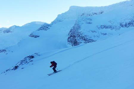 HEKTA PÅ SKI: Som hockeyproff hadde Ingvild Farstad kontraktfestet forbud mot skikjøring. Men nå er profflivet over, og 31-åringen fra Trondheim er hekta på ski og topptur. Foto: Tore Meirik