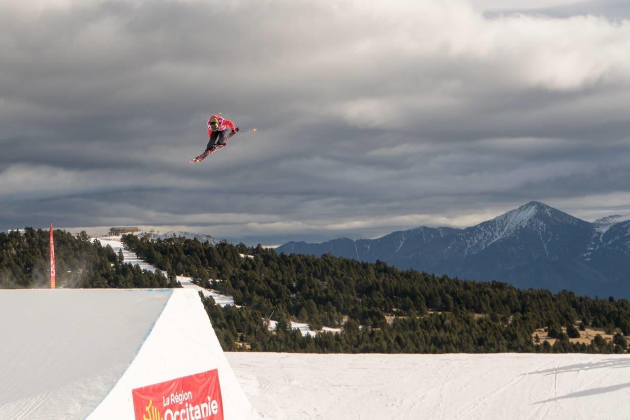 ENESTE KVINNE: Johanne Killi er på plass i franske Font Romeu, hvor hun er eneste norske kvinne som kjører helgens verdenscuprunde i slopestyle. Foto: Christoffer Schach