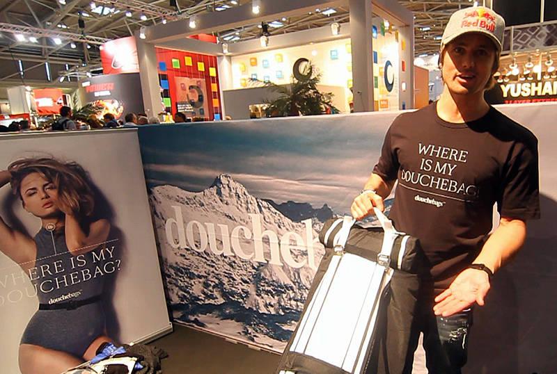PÅ REISE: Få har reist like mye med ski som Jon Olsson, og i filmen letter han litt på sløret om hvor mye han har betalt i overvekt. Foto: Tore Meirik