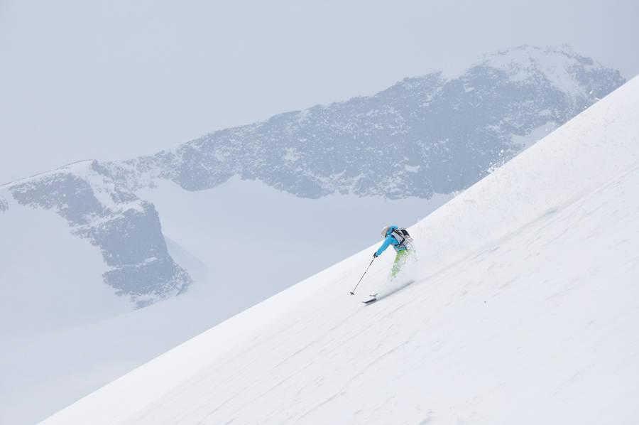 NORGES HØYESTE: Karine fant drømmeføre på vei ned fra Galdhøpiggen!