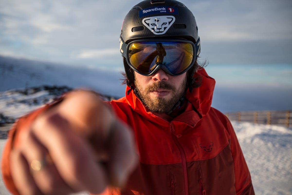 FØLG PÅ SOM EN RÅSKALLE: Det er lite nøling å spore når denne karen setter utfor fjellsida. Bilde: Ola Mattson