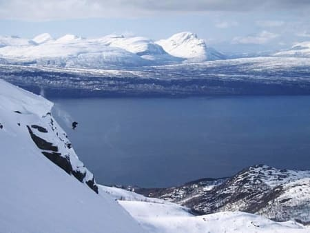 KLAR FOR HELISKI: Både ordfører og heliskioperatører i Sverige er klare for heliskiing i Narvik. – Men med strenge begrensninger, sier ordfører Tore Nysæter. Foto: Jan-Arne Pettersen