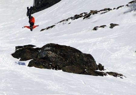 Telemarkvinner Magnus Tveito gjør det han kan best - å kjøre ski. Foto: Sverre Hjørnevik