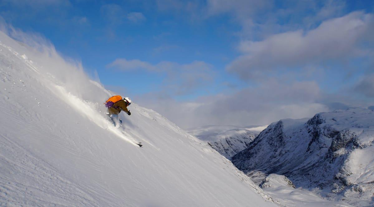 DYP SESONGSTART: Mange fikk sesongens første svinger på Lom skifestival sist helg. Skiføret var det lite å utsette på!