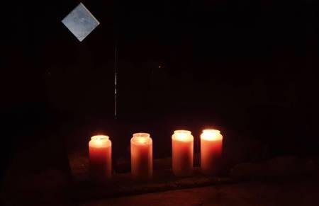 FIRE ER BORTE: Dette bildet ble lagt ut på Facebook-siden Tamok friends, til minne om den svenske kvinnen og de tre finske mennene som omkom i skredulykken 2. januar. Foto: Aadne Olsrud