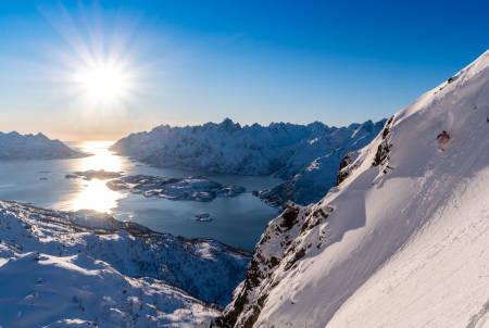 IKKE FEIL: Det er ganske greit å ha fjell som dette i en armlengdes avstand fra stua. Foto: Signar André Nilsen