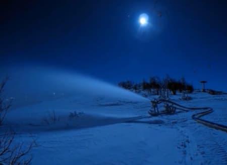 FRA VIDEOEN: I tre år har Ole Kristian Kirkevoll satt opp kamera når han har nattevakt med snøproduksjon.