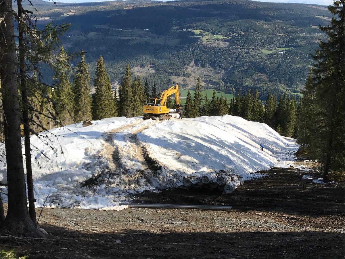 ÅPNER TIL HELGEN: Kvitfjell har lagra snø, og lørdag 29. september åpner Familiebakken for treningsgrupper. Foto: Vibeke Fürst Holtmann