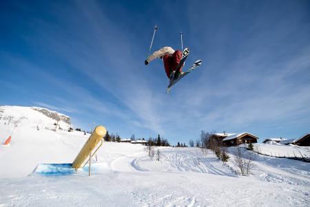 RETTE ELEMENT: Johan Berg trener inn triks på canonrailen –et element vi mest sannsynlig får se i slopestylecoursen på Voss. Foto: Vegard Breie